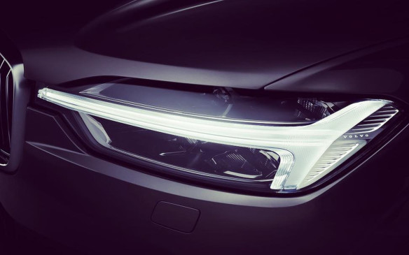 <p>2018 Volvo XC60 headlight</p>