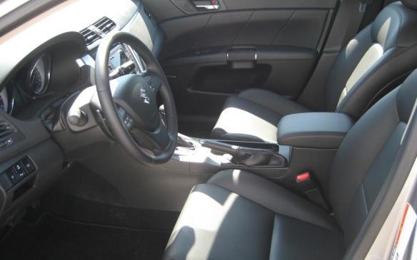2012 Suzuki Kizashi - interior