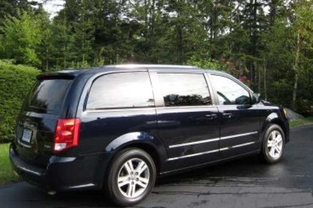 Read Car Review 2011 Dodge Grand Caravan Is The Ace Of