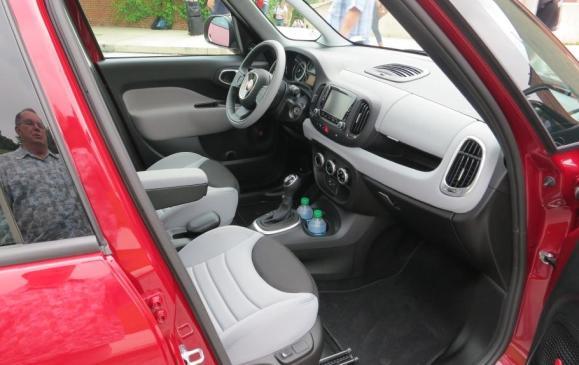 2014 Fiat 500L - front seats