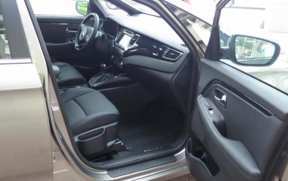 2014 Kia Rondo - front seat