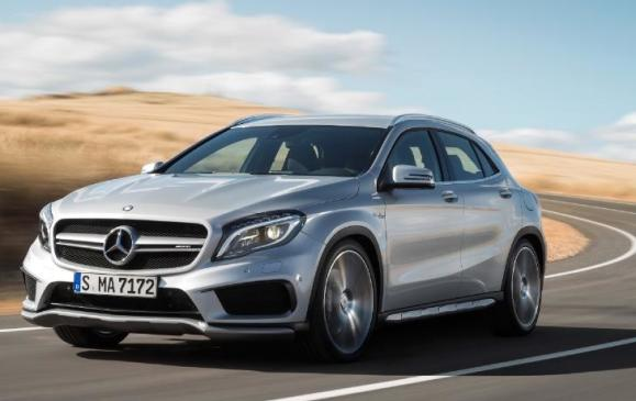 2015 Mercedes-Benz GLA 45 AMG - front 3/4 view motion