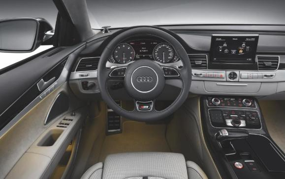 2013 Audi S8 - steering wheel and instrument panel