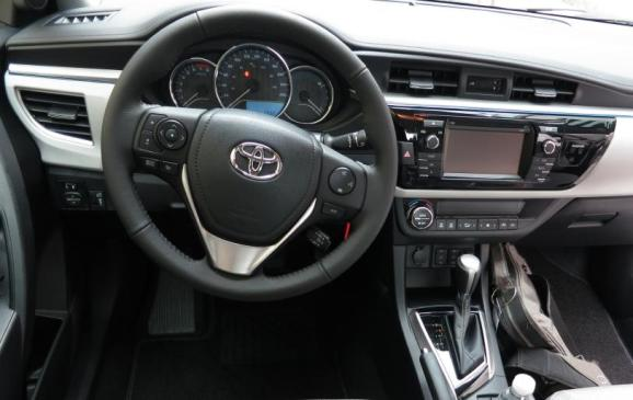 2014 Toyota Corolla - steering wheel and instrument panel