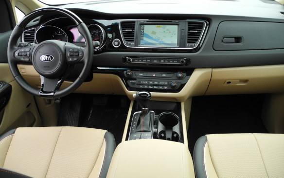 <p>Rectilinear is the term that comes to mind when you sit in the Sedona's driver's seat; centre console allows the gear selector to avoid an awkward perch on the instrument panel.</p>