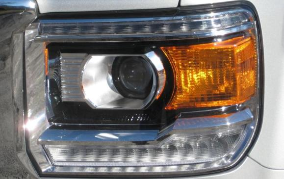2015 GMC Sierr HD - headlight detail