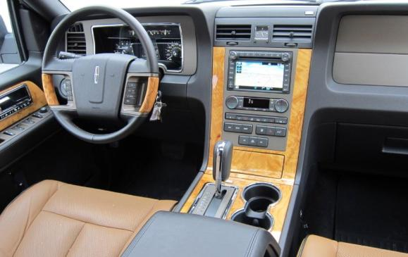 2012 Lincoln Navigator - steering wheel and instrument panel