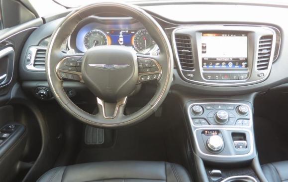 2015 Chrysler 200 - steering wheel and instrument panel