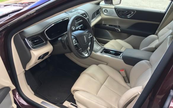 <p>2017 Lincoln Continental</p>
