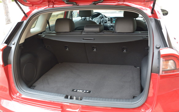 <p>A 60/40 split is found in the rear seat for added flexibility. The trunk opening is wide for easier loading and unloading, and can hold 635 litres of cargo. If there's a need for more space, the second row can be folded close to fully flat for an expanded total of 1,789 litres.</p>