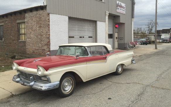 <p>Retractable-roof 1957 Ford Fairlane Skyliner looked right at home on the Mother Road.</p>