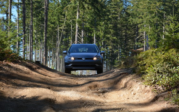<p>The most distinguishable feature of the Alltrack is its exclusive Off-Road driving mode. The extra ride height plays a big part in being able to gain that necessary ground clearance, but it's in the off-road technology where the wagon becomes impressive.</p>