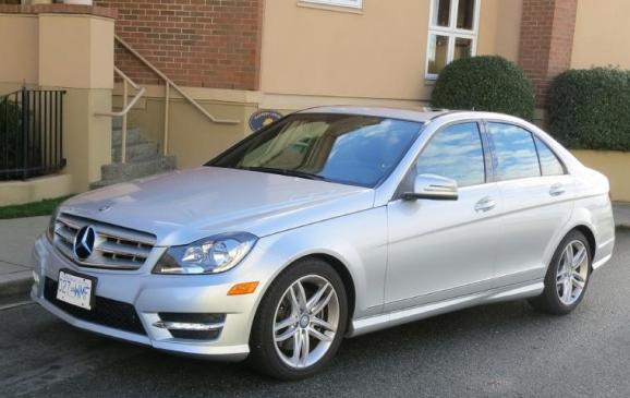 2013 Mercedes-Benz C300 4Matic - front 3/4 view