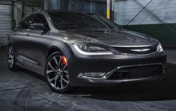 2015 Chrysler 200 - front 3/4 static view