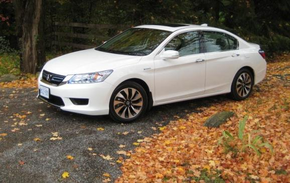 2014 Honda Accord Hybrid - front 3/4 view high