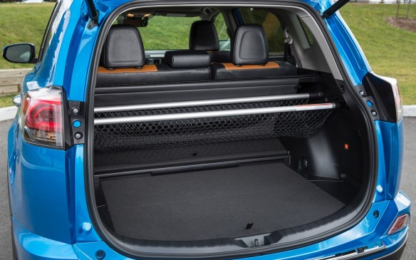 <p>A height-adjustable power liftgate is standard, the cargo net has been upgraded and there is very little sacrifice in cargo area when you chose the Hybrid  – 2000 litres behind first row vs 2080 in the standard model.</p>