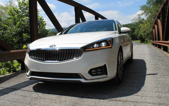 <p>The Cadenza is easily recognized on the road by its Z-shaped light bars. There's one on the outside of each LED headlight, and those headlights swivel and self-level, even</p>