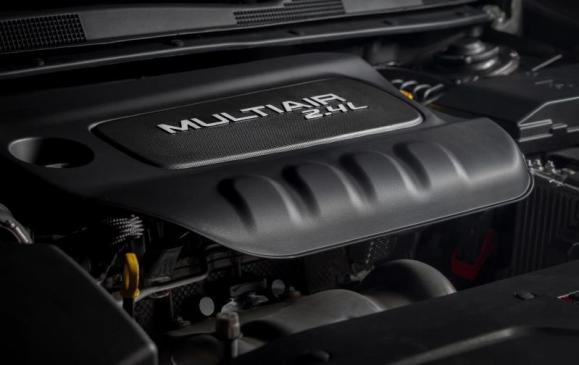 2015 Chrysler 200 - engine mood shot