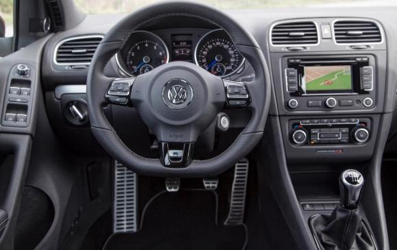 2012 VW Golf R - instrument panel