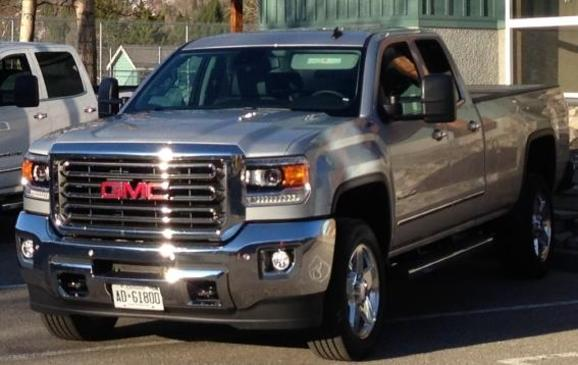 2015 GMC Sierra HD - front 3/4 view
