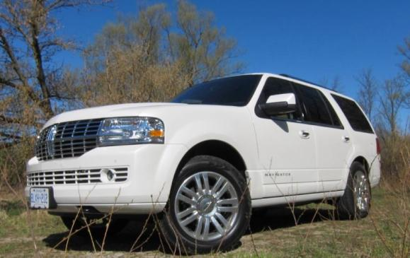 2012 Lincoln Navigator -front 3/4 view low