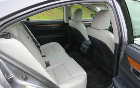 2013 Lexus ES350 - rear seat