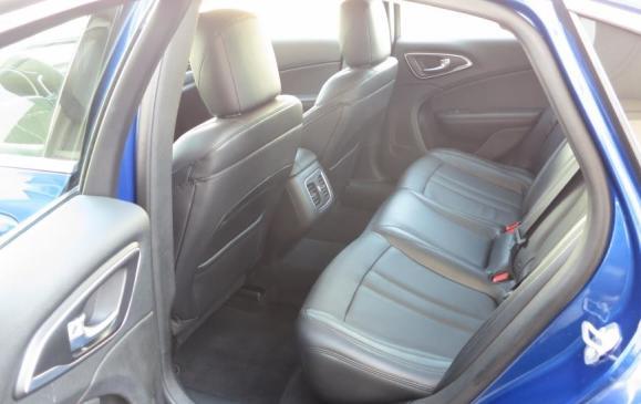 2015 Chrysler 200 - rear seat