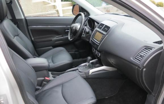 2013 Mitsubishi RVR - front seats