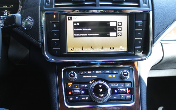 <p>Harkening back to the past, the Continental's six-speed automatic transmission is operated by a push-button system, as in almost all other current Lincolns, placed to the left of the central display screen. This configuration opens up space ino the cabin without a lever sticking out of the centre console.</p>