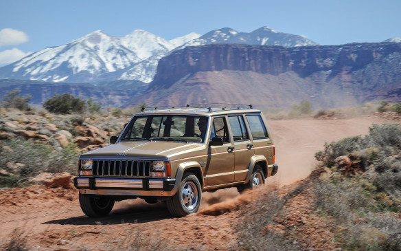 <p>The Cherokee evolved into the Cherokee XJ in 1984. It was the first all-new Jeep design by new company owners AMC, and fully 500 kg lighter and more compact than the previous generation, using a hybrid of frame and unibody construction.</p>