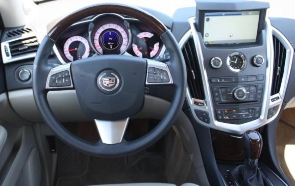 2010 Cadillac SRX - steering wheel and instrument panel