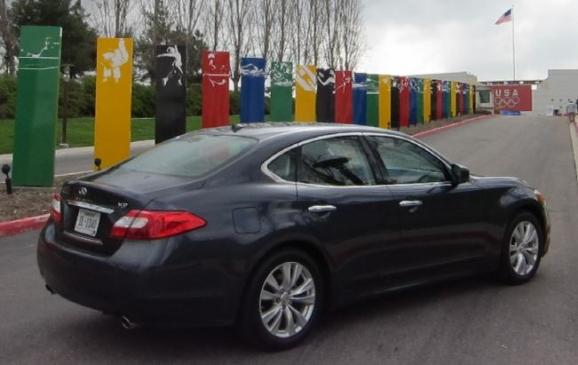 2011 Infiniti M - rear 3/4 view