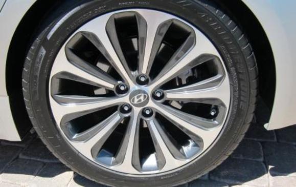 2012 Hyundai Genesis- wheel