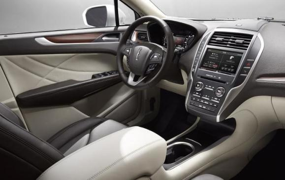 2015 Lincoln MKC - steering wheel and instrument panel