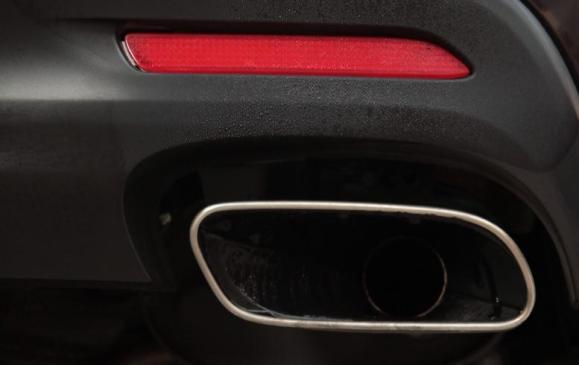 2013 Toyota Avalon - detail rear tailpipe
