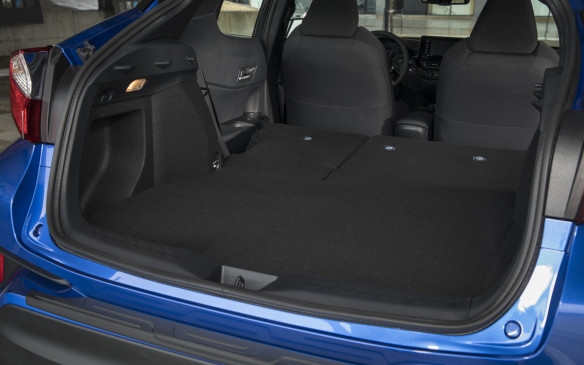<p><strong></strong>The back seats fold down in a 60/40 split to create more cargo room if it's needed. There's a total of just over 1,000 litres of space like this, though that's only about half the total space of the RAV-4, which is 25 cm longer and 5 cm wider.</p>