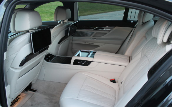 <p>Our tester was the extended model, which costs $4,000 extra in Canada. It came with the Executive Lounge Tier 2 package for the rear seats, which costs another $7,750.</p>