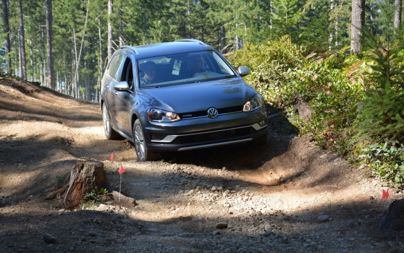 <p>In Off-Road mode, the Alltrack uses Hill Descent technology to take control over the vehicle braking as it crawls down steep slopes. All you need to do is control the steering wheel and the wagon does the rest.</p>