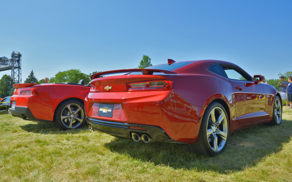 <p>Chevrolet pushed hard to establish the well styled 2010-15 5th-gen Camaro as a design icon for the brand. Rather than changing it all radically, the 2016 Camaro builds on that very recognizable design direction. Subtle creases, gentle bulges and an almost fastback profile combine to make the new car appear longer, lower and wider while maintaining that unmistakable Camarolook that is also contemporary.</p>