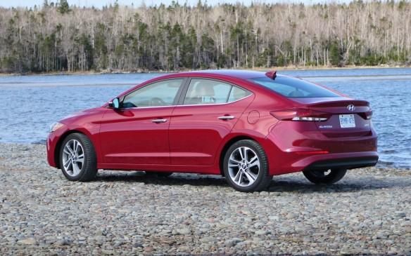 <p>2017 Hyundai Elantra</p>