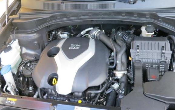 2013 Hyundai Santa Fe Sport - engine