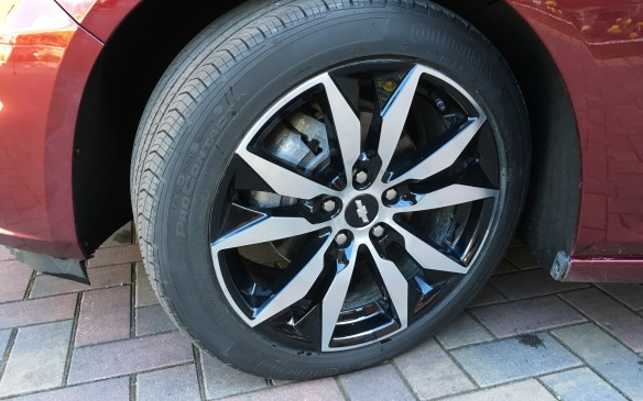 <p>Wheel sizes range from 16-inch steel rims on the base L trim and 16-inch aluminum on the LS to 17x8-inch with P225/55 R-17 all-season tires on the volume-leading LT model (shown here.) The top-of-the-line Premier model (formerly the LTZ) has 18x8-inch aluminum rims standard, but 19x8.5 alloy rims fitted with P245/40R-19 all-season tires are available.</p>
