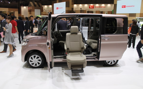 <p>There are many uses for this Daihatsu van, for people who may need help getting in and out.</p>