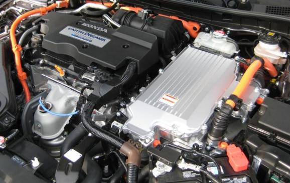 2014 Honda Accord Hybrid - engine