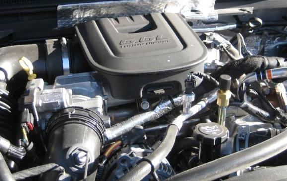 2015 GMC Sierra HD - engine compartment