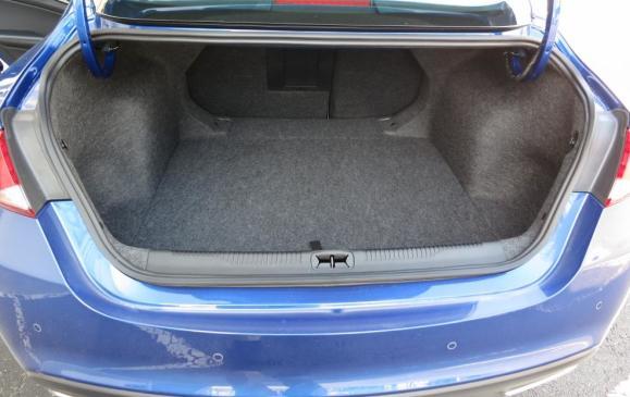 2015 Chrysler 200 - trunk