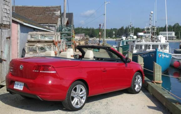 2013 Volkswagen Eos - rear 3/4 view top down
