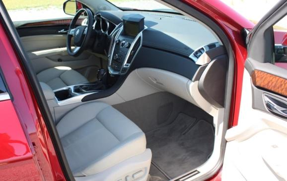 2010 Cadillac SRX - front seats