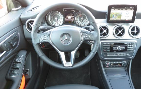 2014 Mercedses-Benz CLA - steering wheel and instrument panel