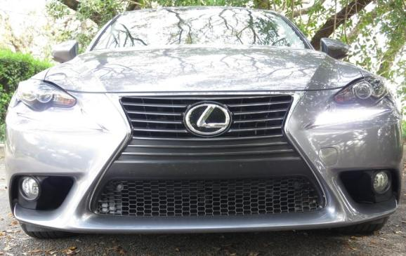 2014 Lexus IS350 - front grille